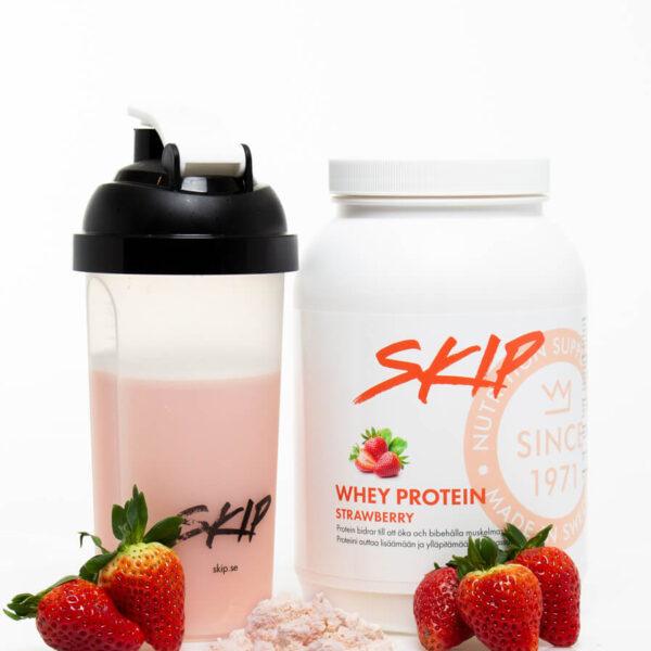 Skip whey protein strawberry/jordbær med halvfull proteinshaker